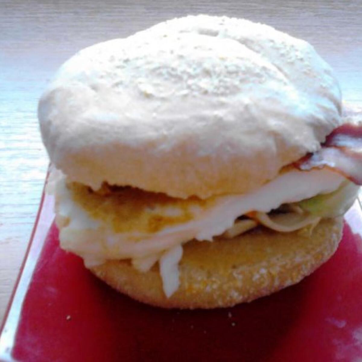 Ezen a képen: Reggeli burger angol muffinnal