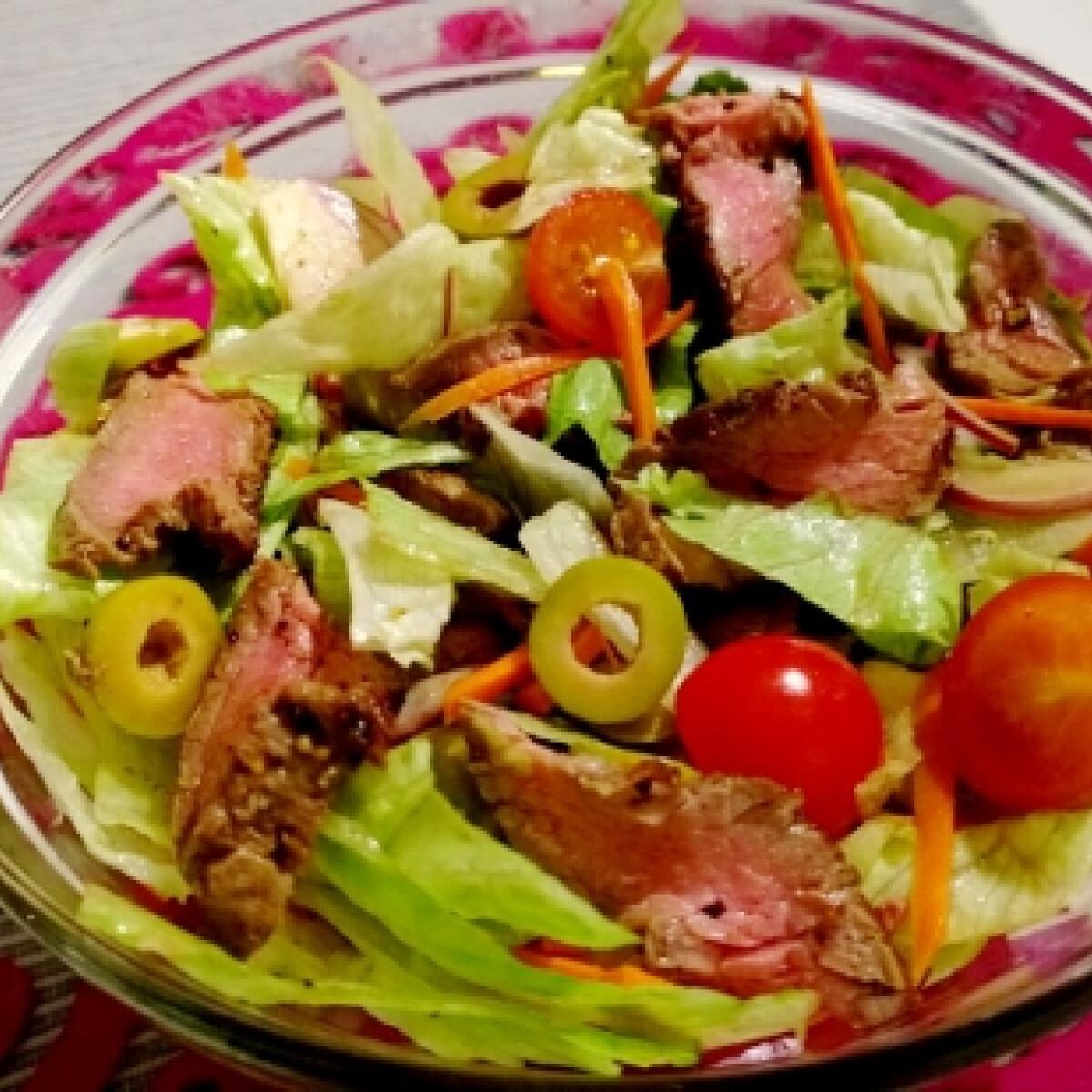 Ezen a képen: Steak saláta