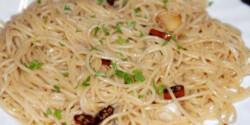 Spaghetti all' aglio, olio e peperoncino