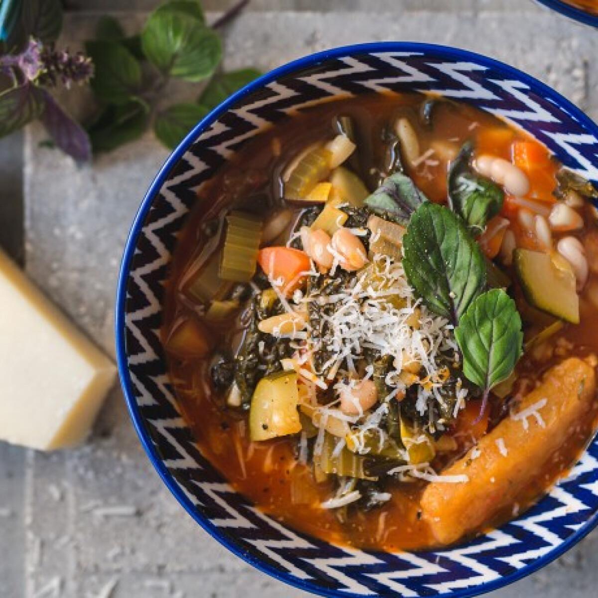 Ezen a képen: Klasszikus minestrone leves