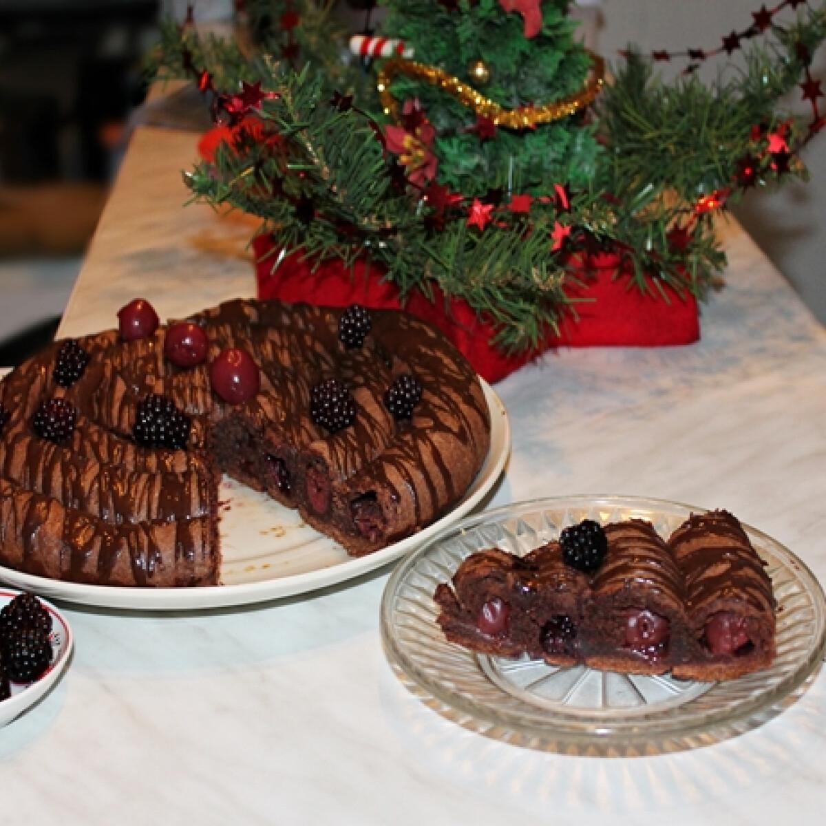 Ezen a képen: Csokoládés szedres-meggyes csigatekercs