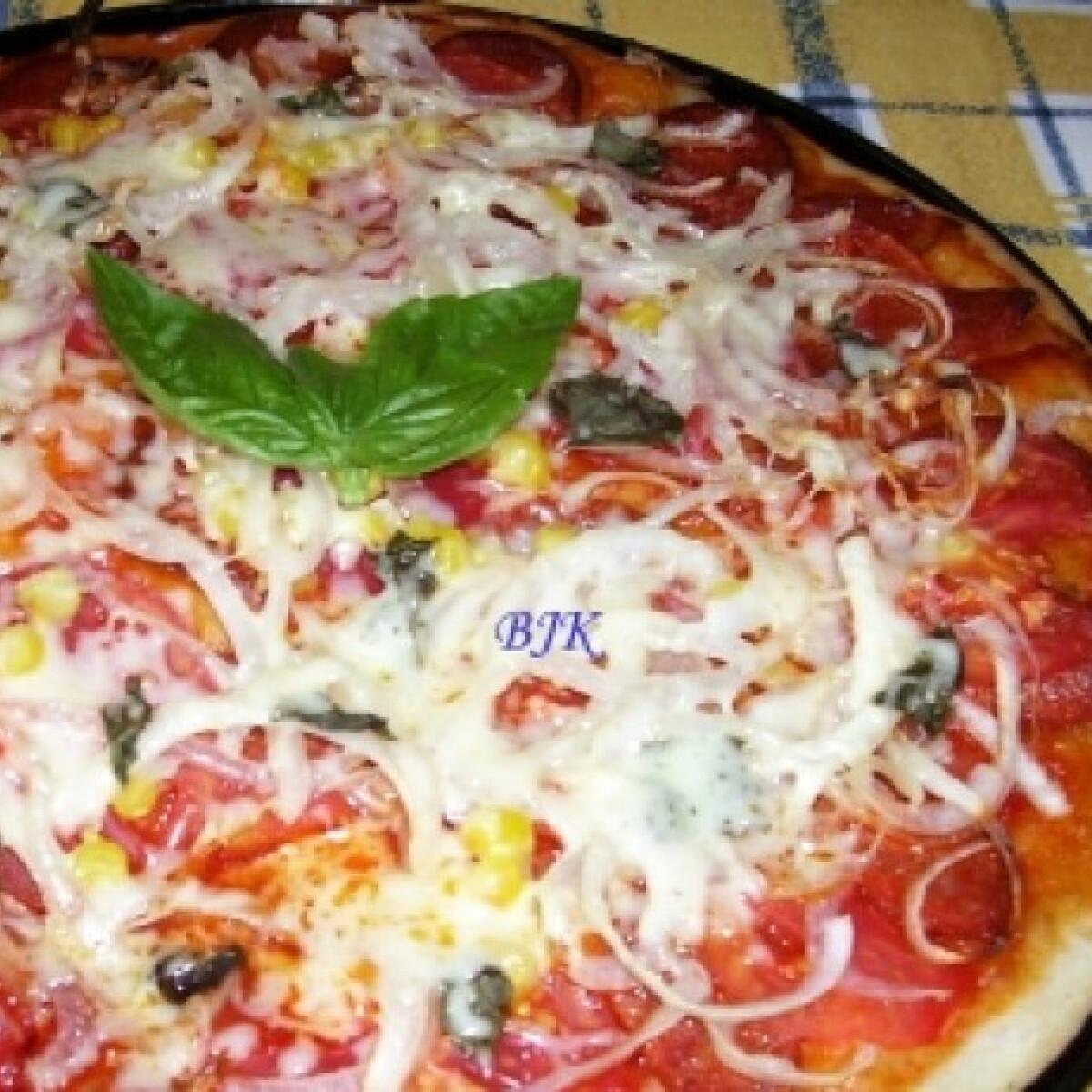 Ezen a képen: Pizza ahogy bjkata készíti