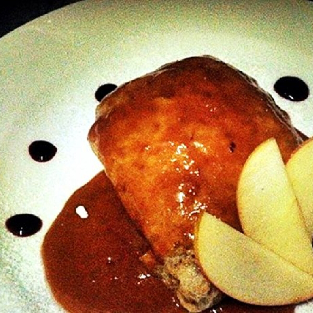 Mézes almás palacsinta karamell mártással