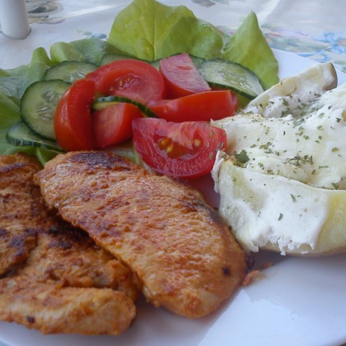 Ezen a képen: Joghurtos csirkemell sajtos burgonyával