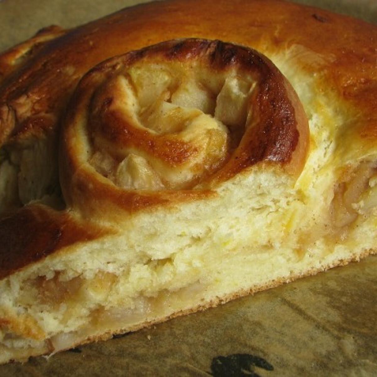 Ezen a képen: Kerek almáskalács