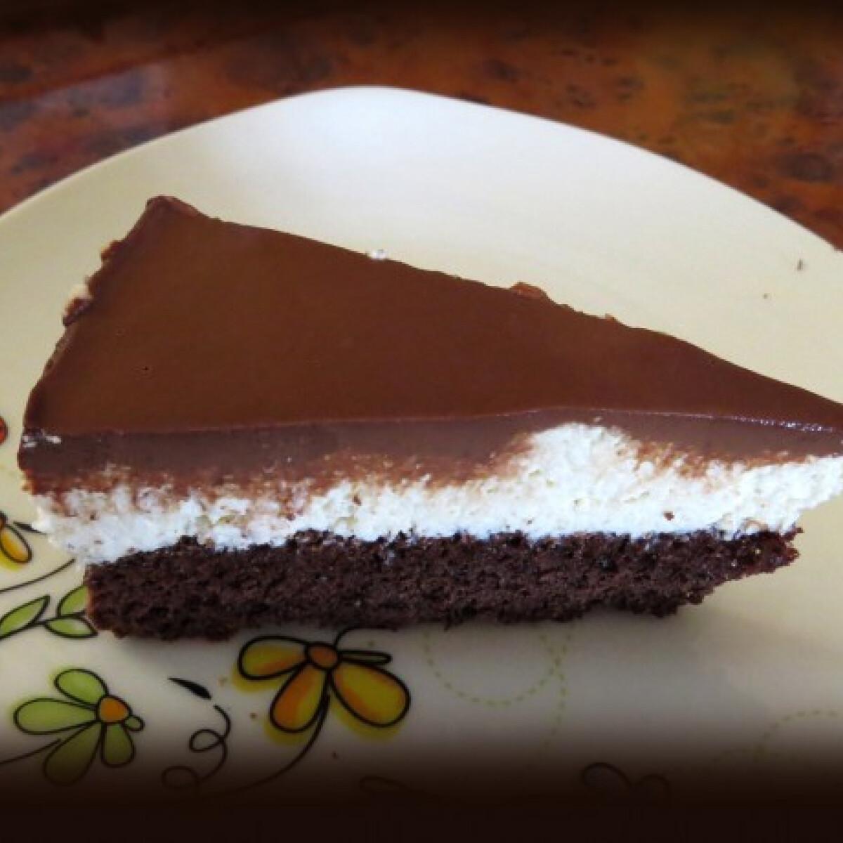 Ezen a képen: Túrókrémes csokitorta