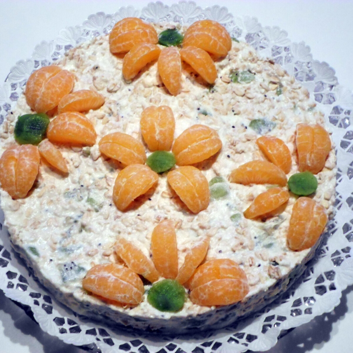 Ezen a képen: Zabpelyhes-gyümölcsös torta