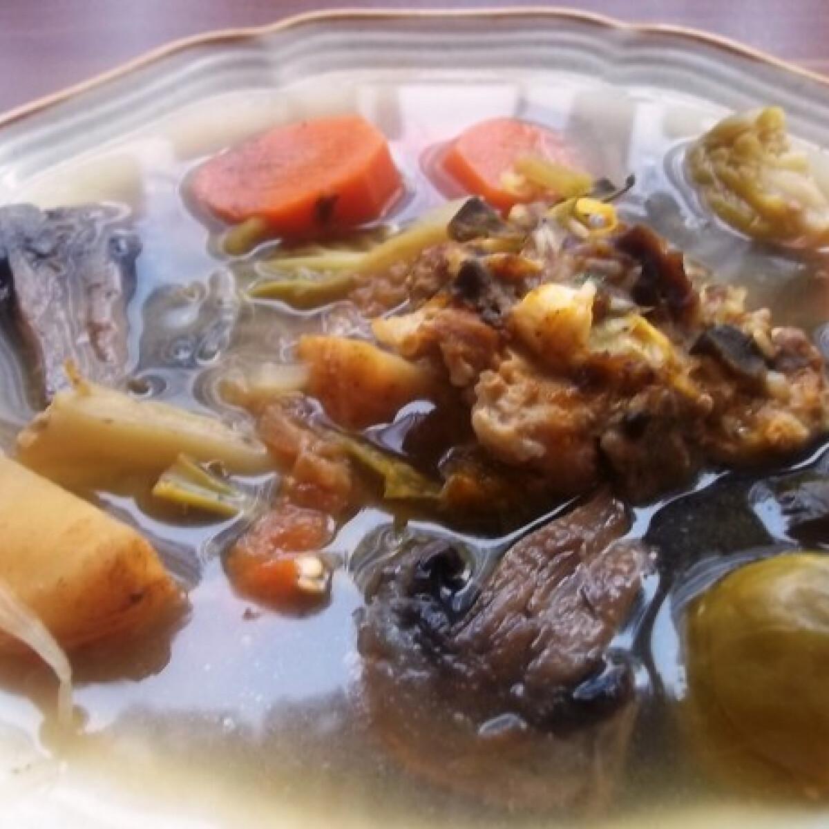 Fehérboros erdélyi csorba csirkemájas húsgombóccal