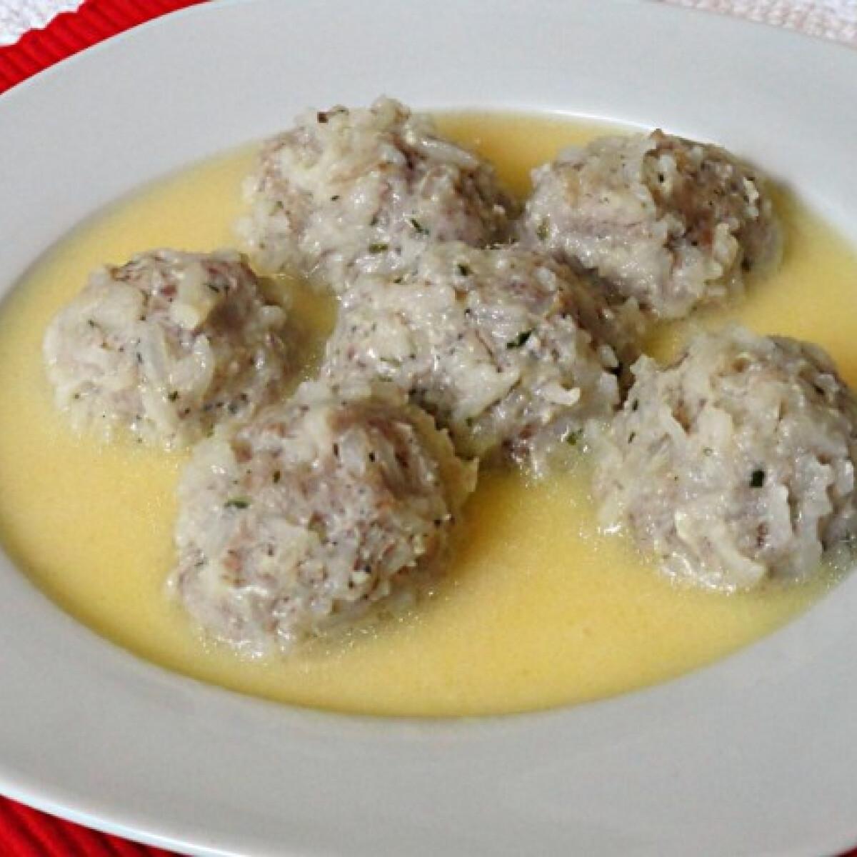 Ezen a képen: Görög rizses húsgolyóleves
