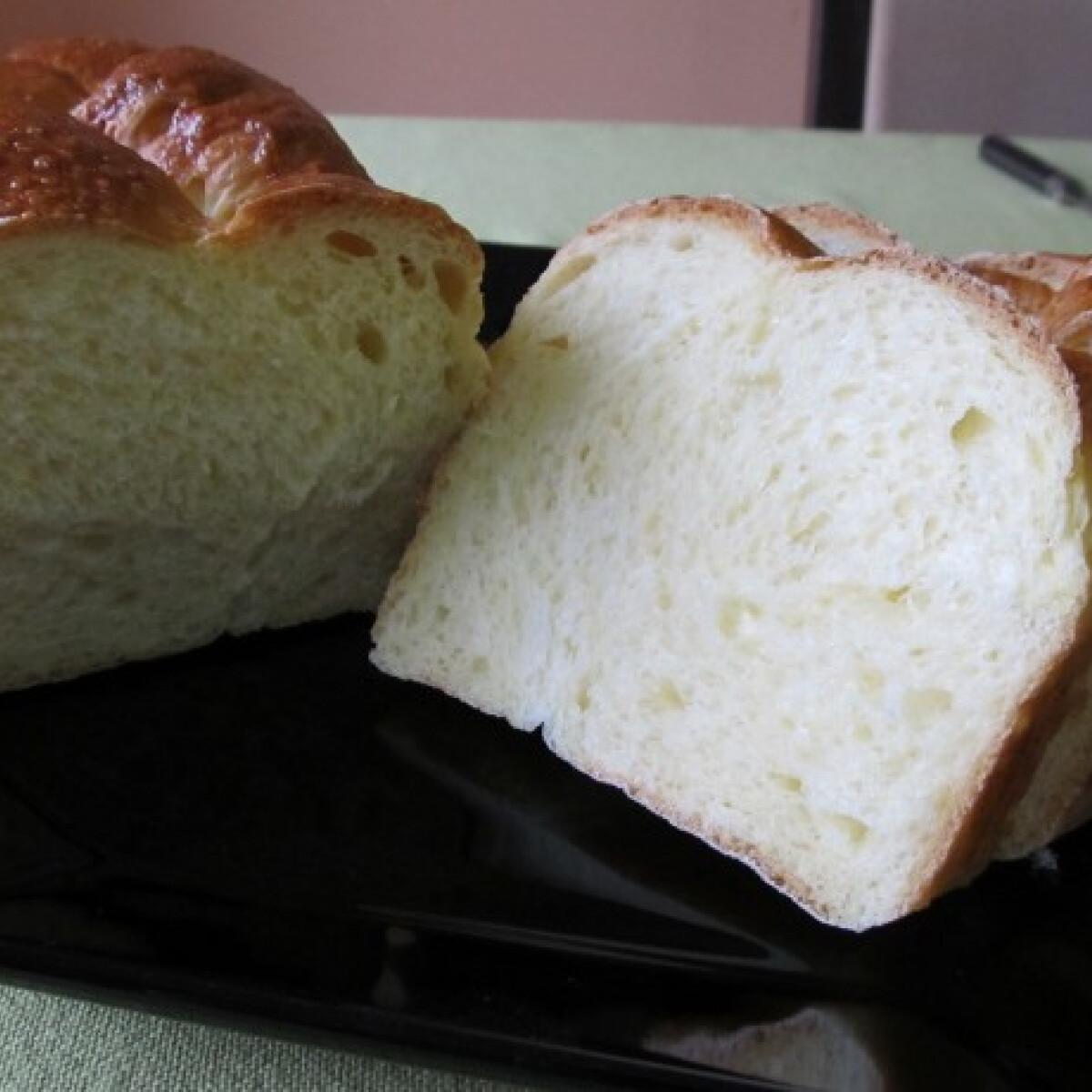 Ezen a képen: Fonott kalács Helga konyhájából
