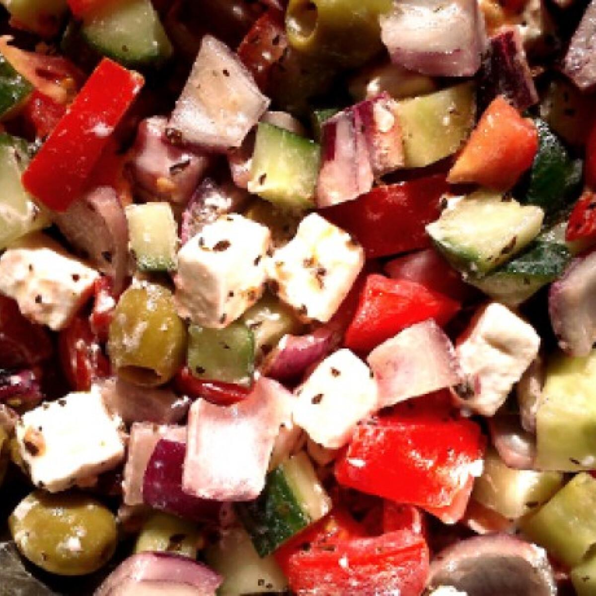 Ezen a képen: Eredeti görög saláta