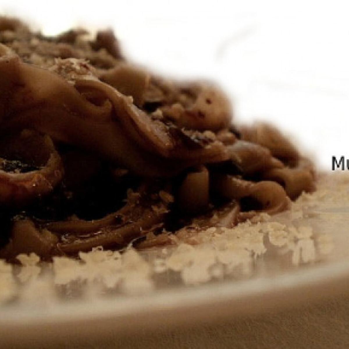 Ezen a képen: Mocskos tészta Művészúr konyhájából