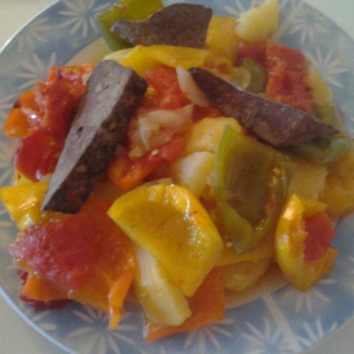 Ezen a képen: Zöldségekkel sült máj