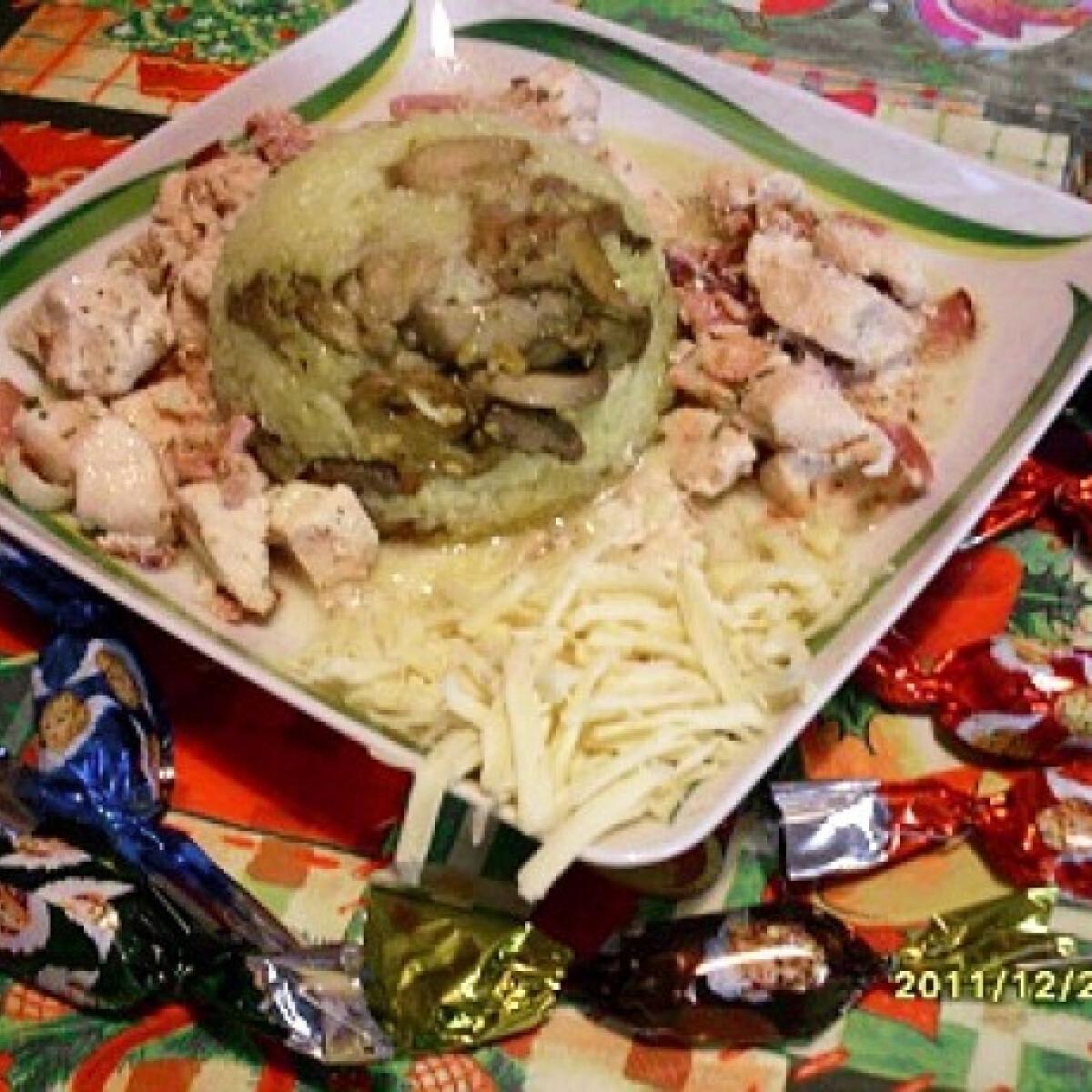 Ezen a képen: Vajas sajtszószos csirkemell gombás rizzsel