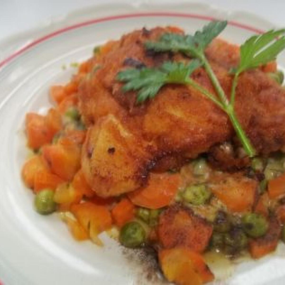 Ezen a képen: Rántott csirkecomb vegyes zöldséggel