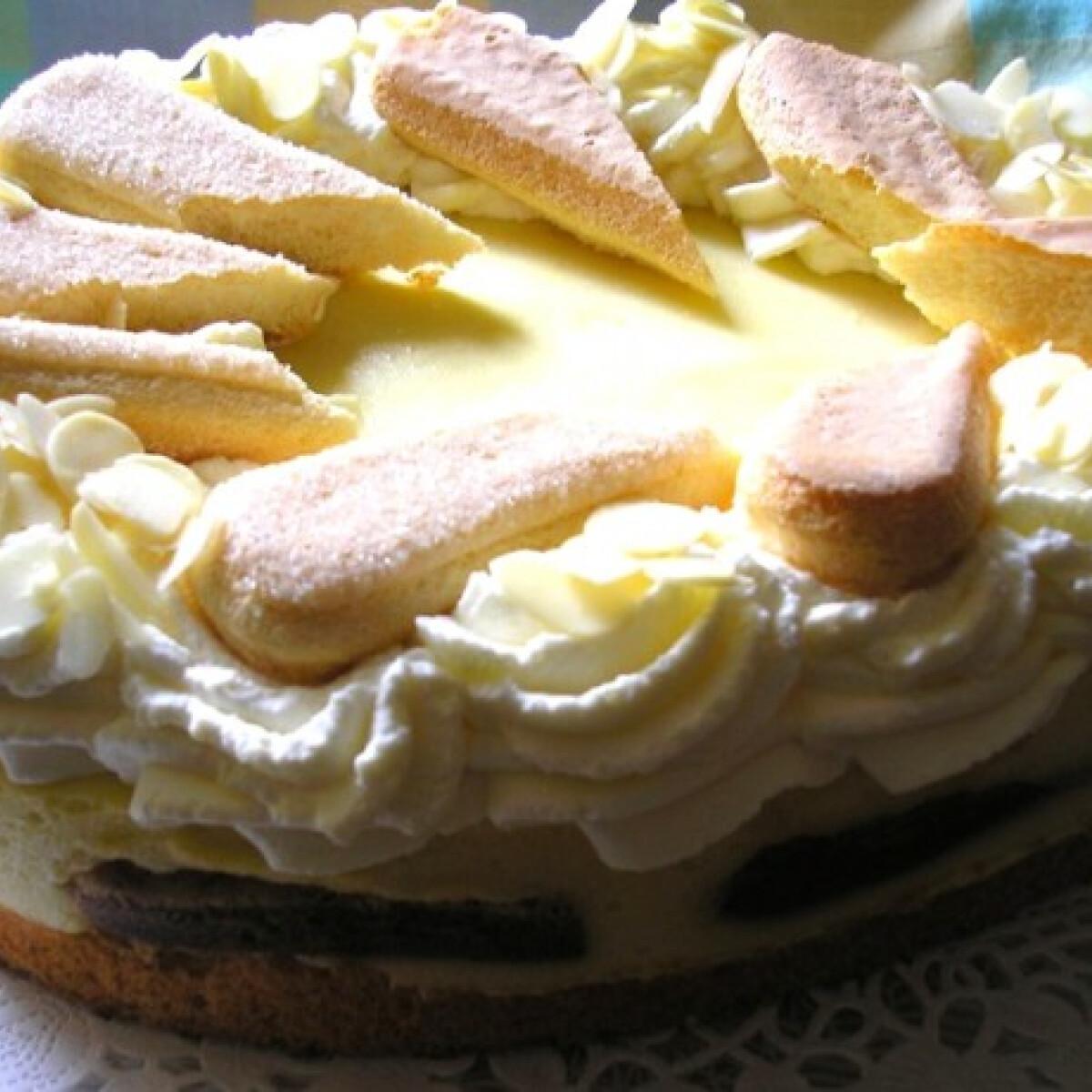 Ezen a képen: Húsvéti hamiskás Malakoff-torta