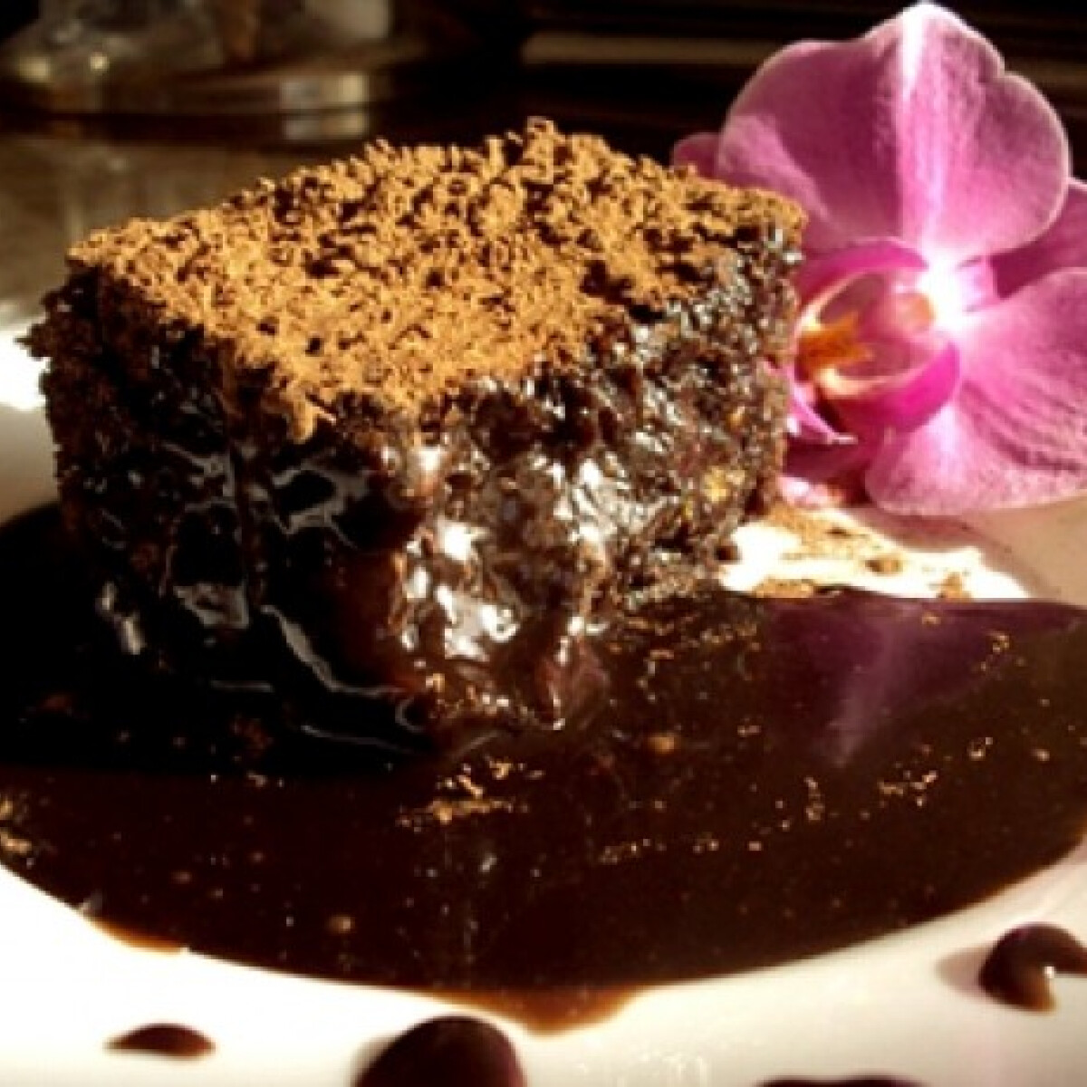 Ezen a képen: Pisztáciás-csokis sütemény