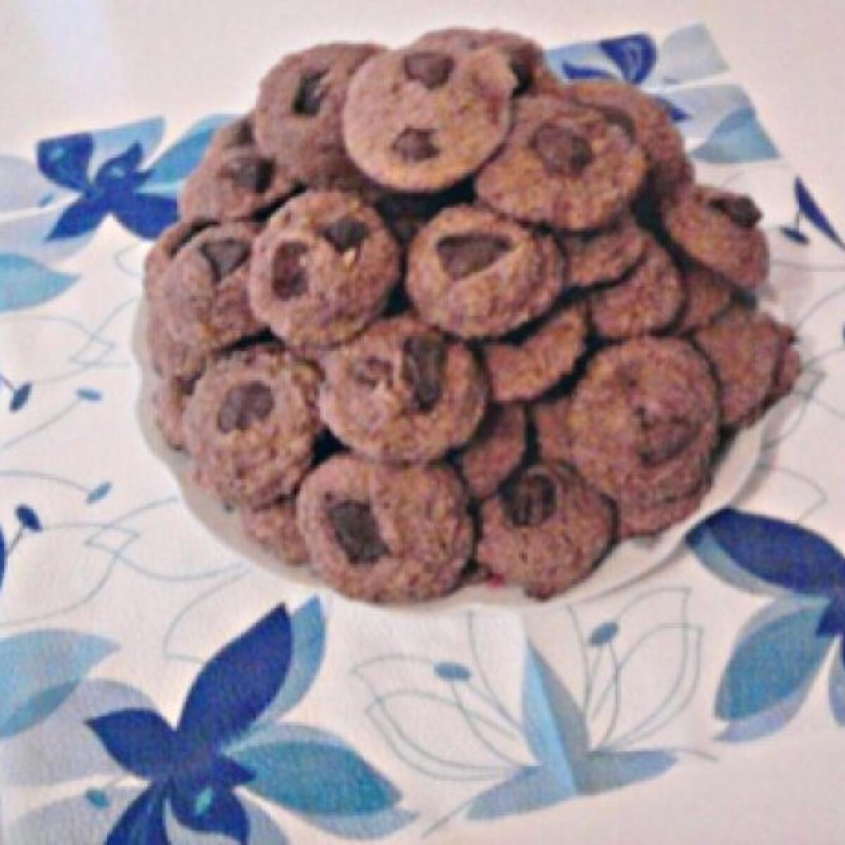Ezen a képen: Zabkorpás-csokoládés keksz