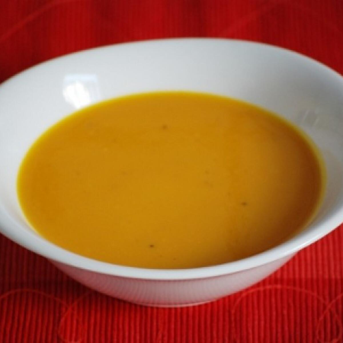 Ezen a képen: Sütőtökkrémleves sárgarépával