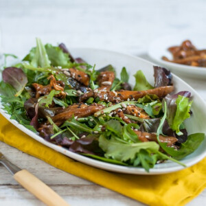 Salátamix marinált gombafalatokkal