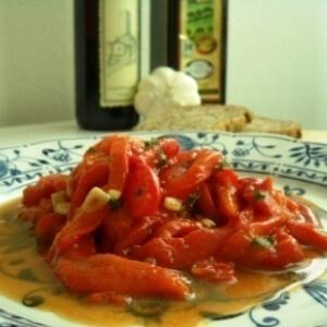 Mediterrán sültpaprika saláta