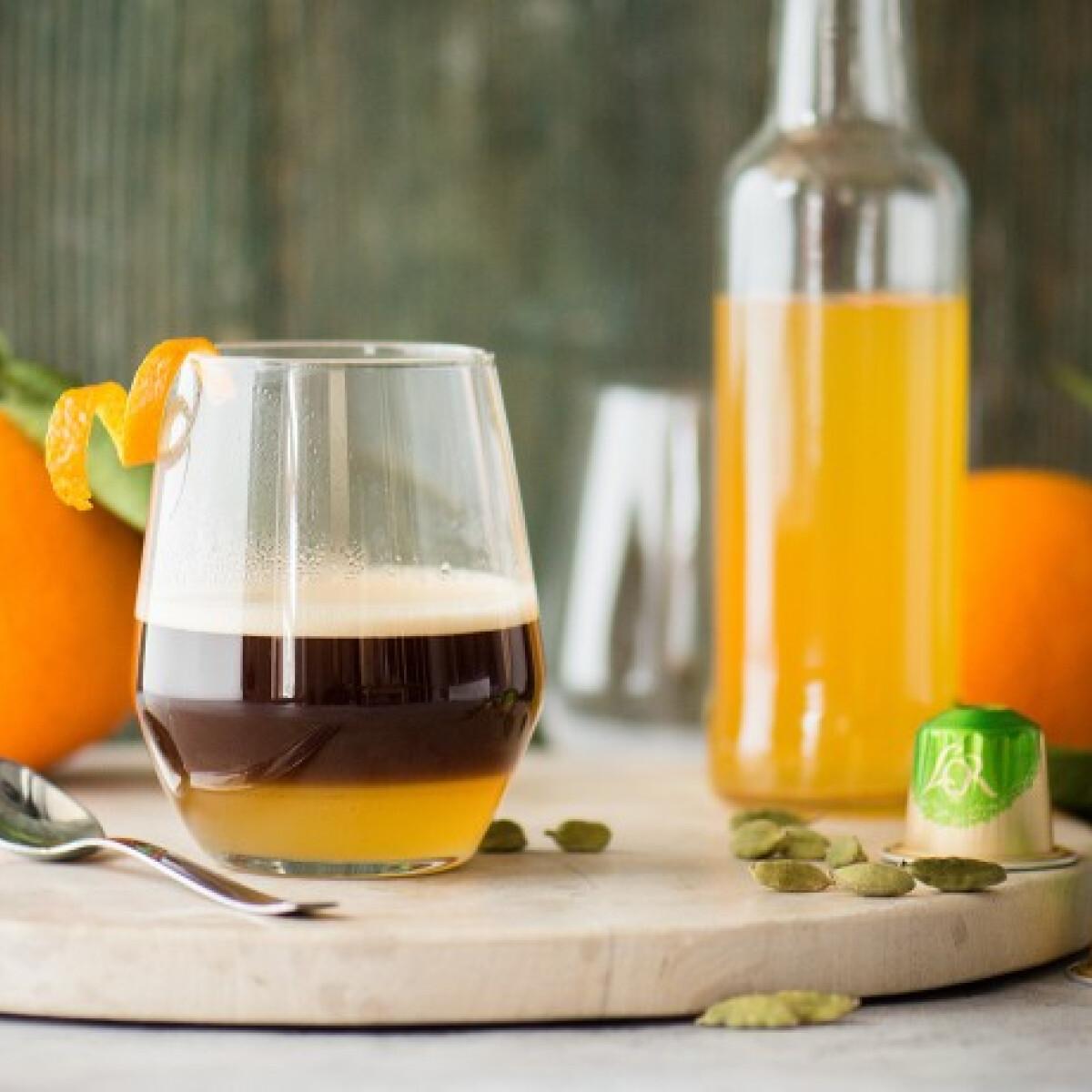 Ezen a képen: Fűszeres-narancsos kávékoktél