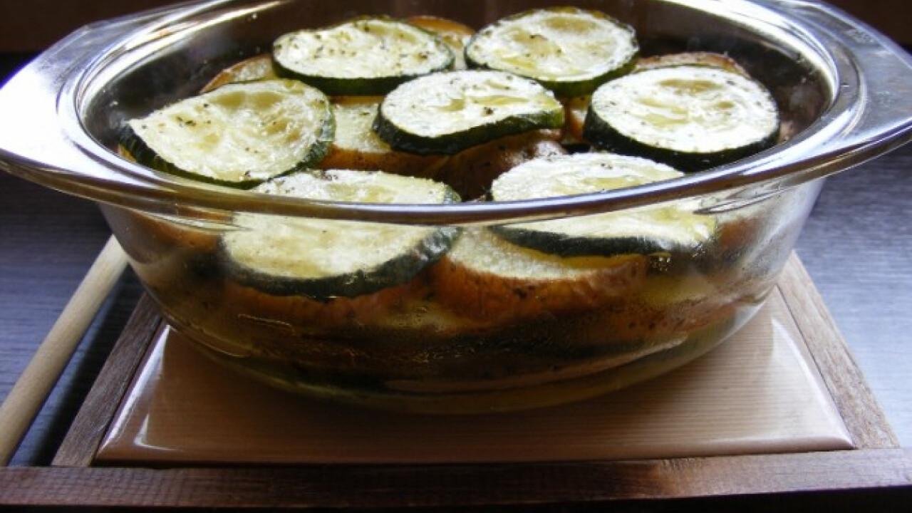 Cukkinivel sült krumpli szépróza konyhájából