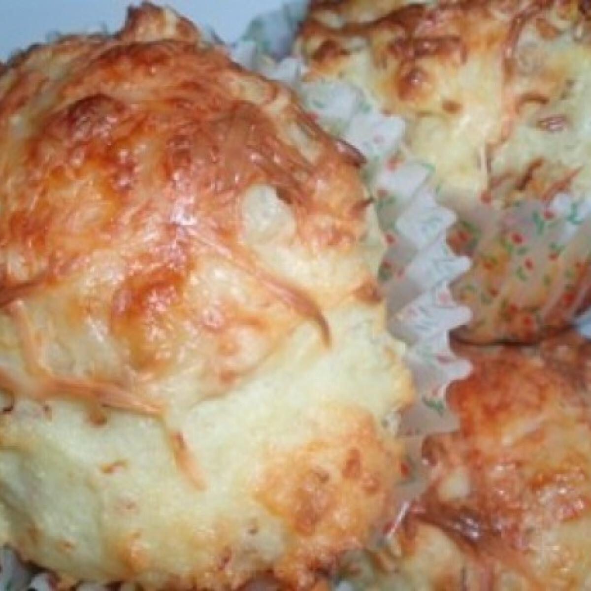 Ezen a képen: Sült hagymás-sajtos muffin
