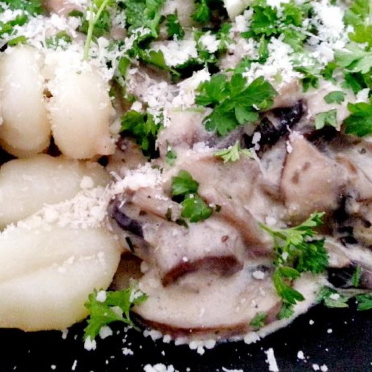 Ezen a képen: Fokhagymás-gombás gnocchi parmezánnal