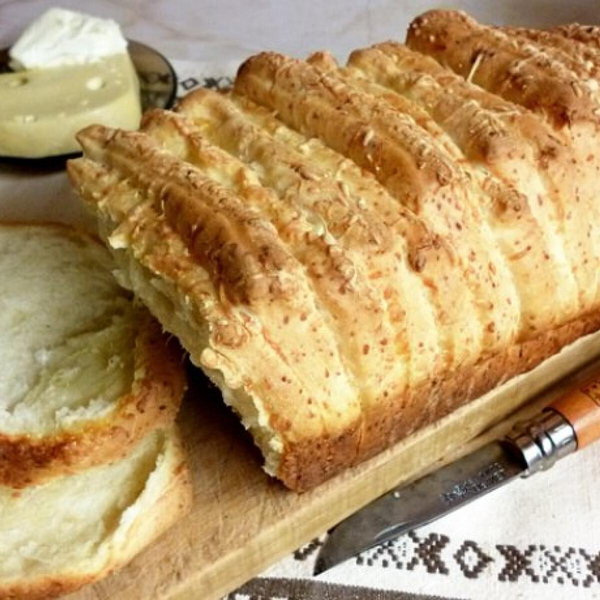 Ezen a képen: Tépkedős sajtos kenyér
