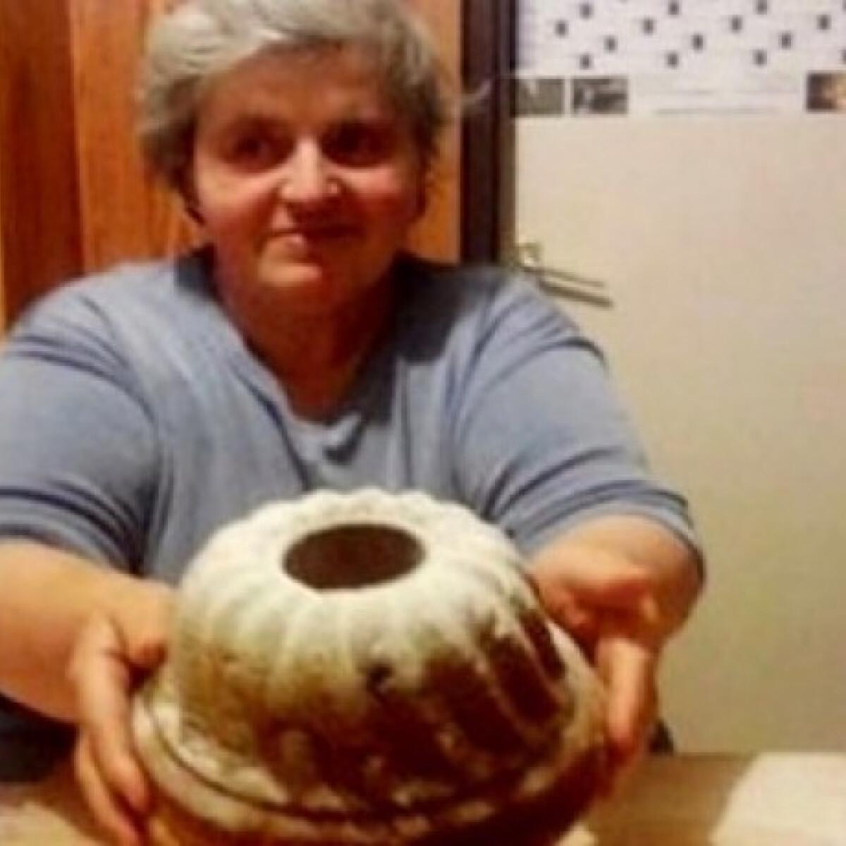 Ezen a képen: Dédi kuglófja - 100 éves recept