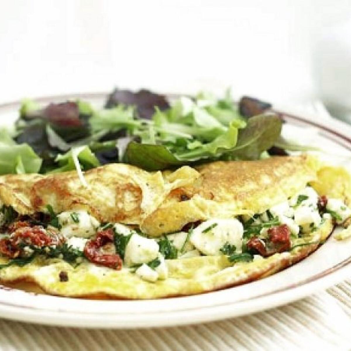 Ezen a képen: Aszalt paradicsomos-feta salsás omlett