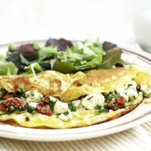 Aszalt paradicsomos-feta salsás omlett
