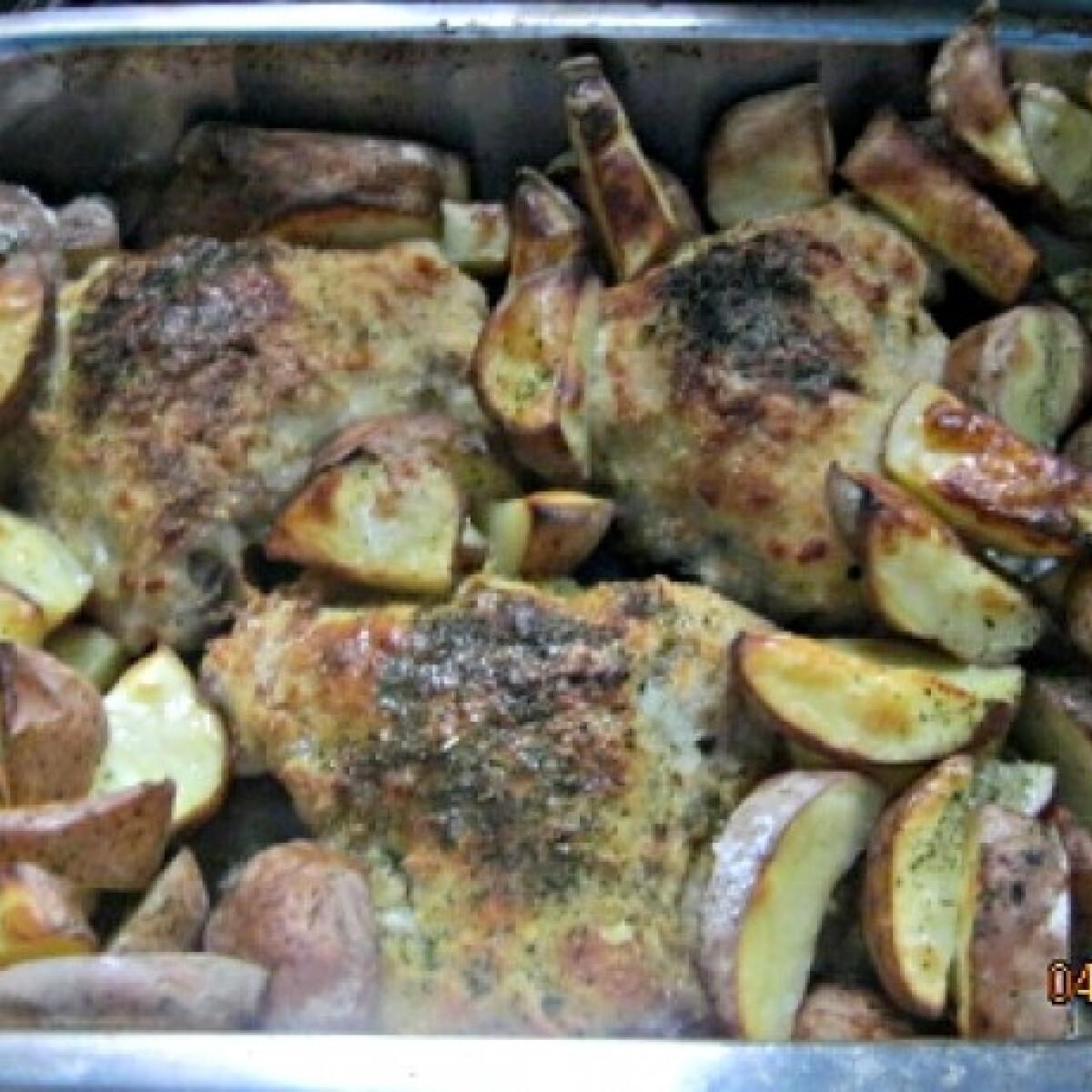 Ezen a képen: Tepsiben sült rántott hús krumplival