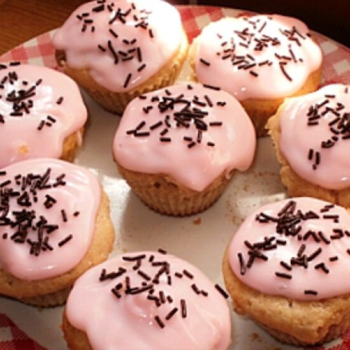 Ezen a képen: Joghurtos muffin pudingtetővel