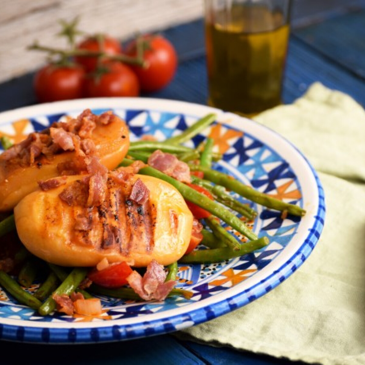 Grillsajt zöldbabbal és baconchipsszel