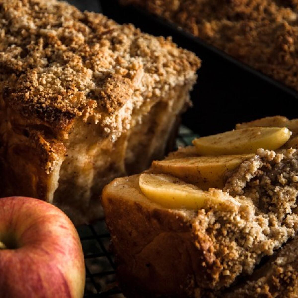Ezen a képen: Téphető almás-fahéjas vekni