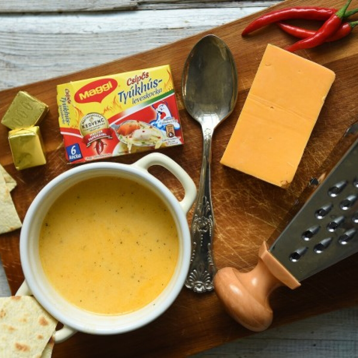 Ezen a képen: Pikáns sajtleves tortillachipsszel