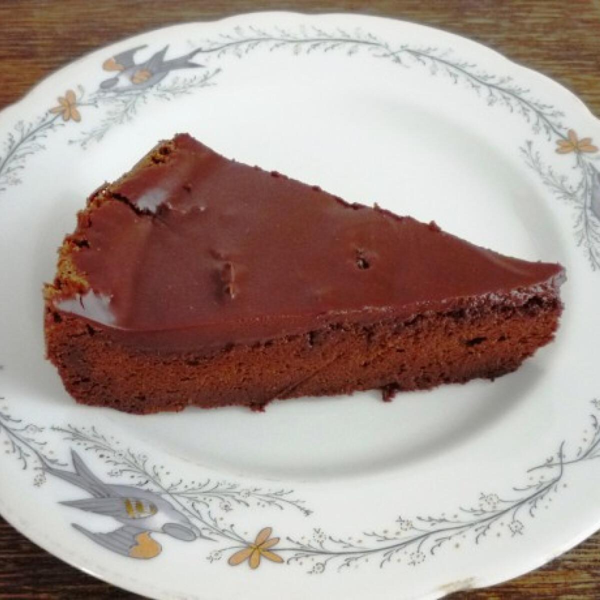 Ezen a képen: Keserű csokoládétorta liszt nélkül