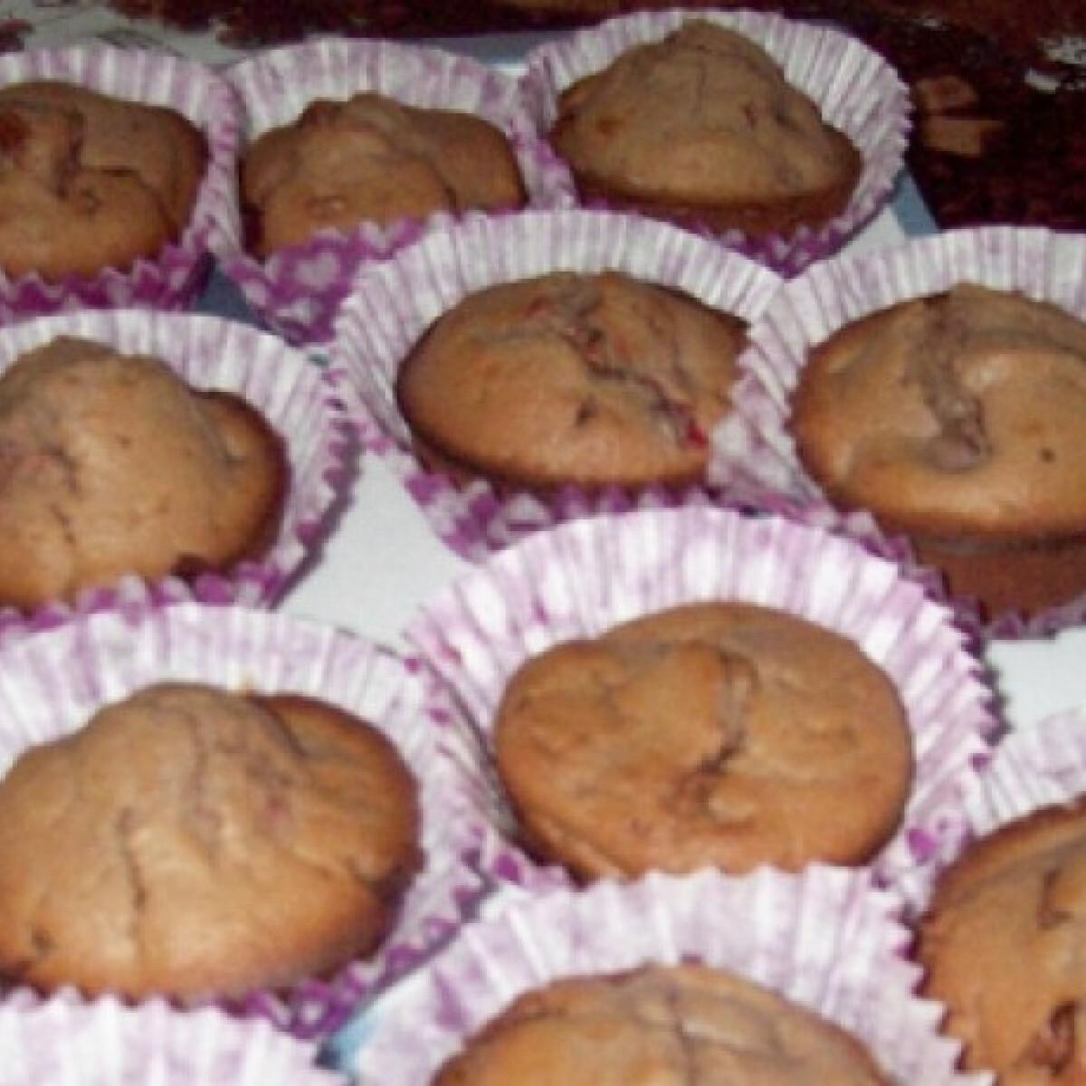 Ezen a képen: Meggyes-csokis-kakaós muffin