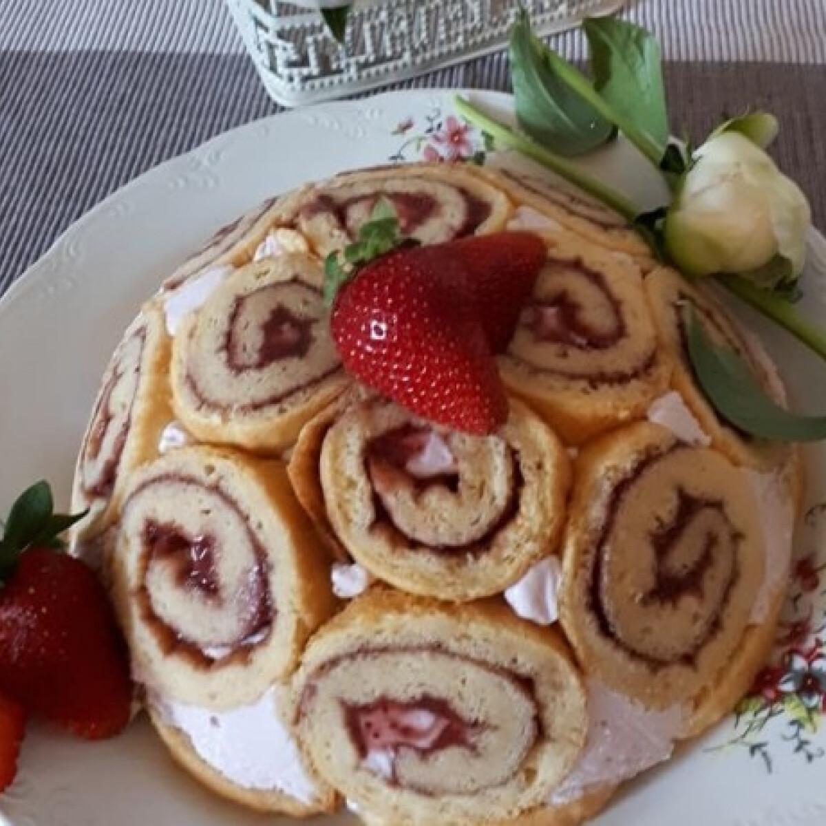 Ezen a képen: Fitt, diétás, epres charlotte