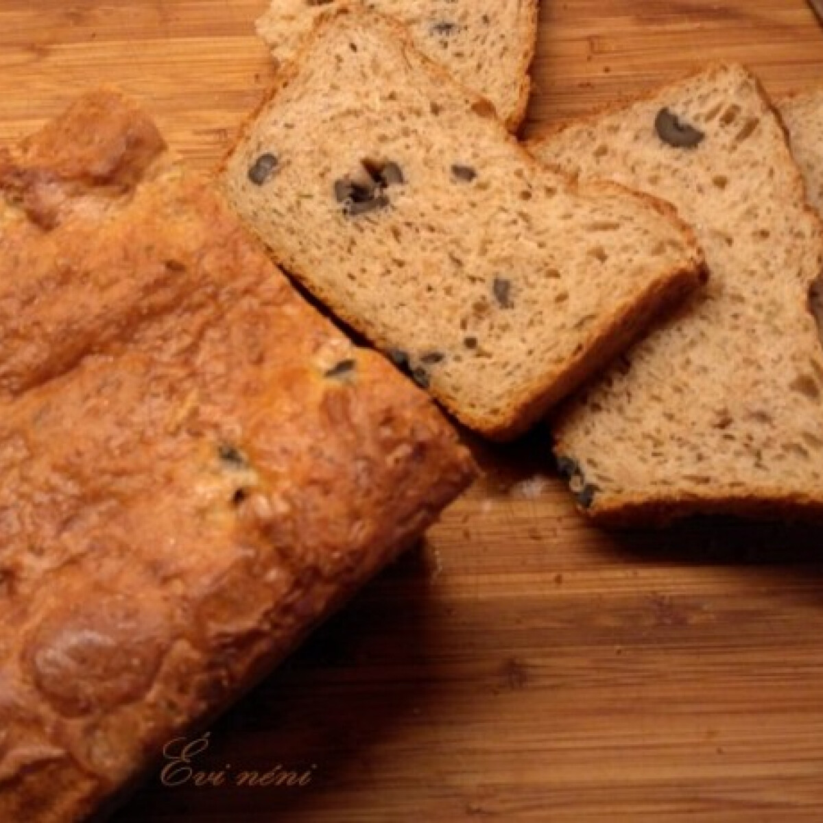Ezen a képen: Olívás kenyér