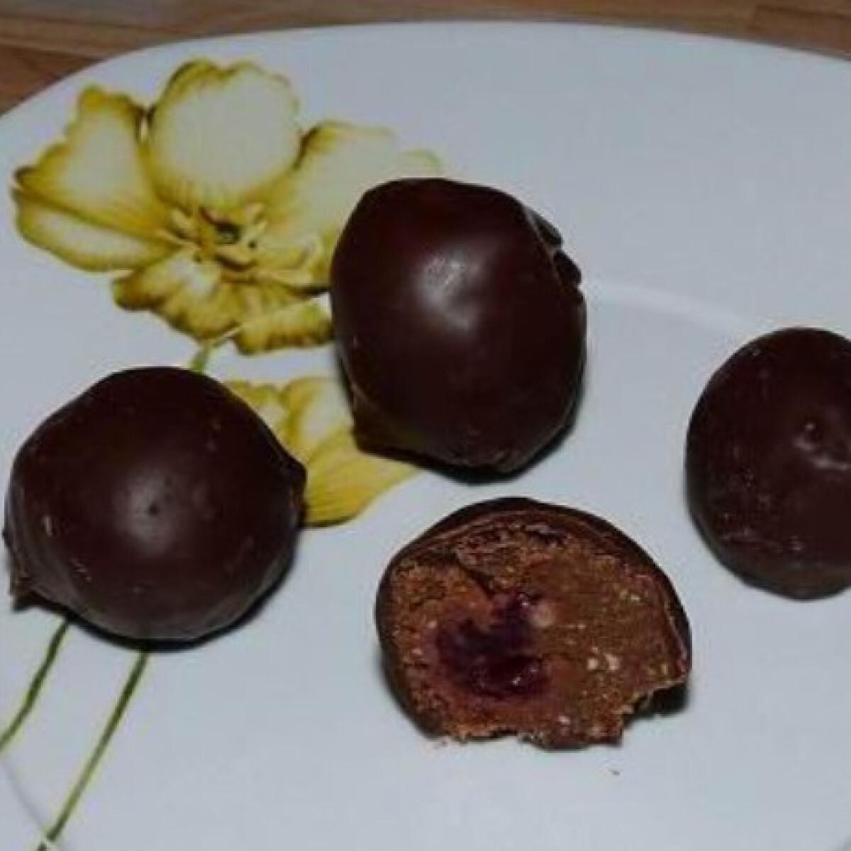Csokis-meggyes kekszgolyók