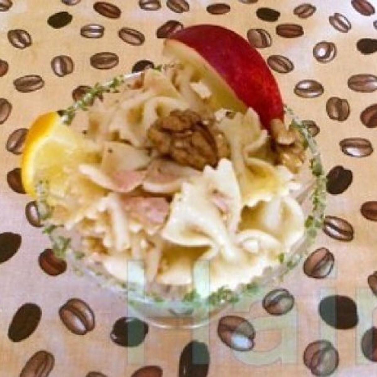 Ezen a képen: Tonhalas tésztasaláta 3. - almával, dióval