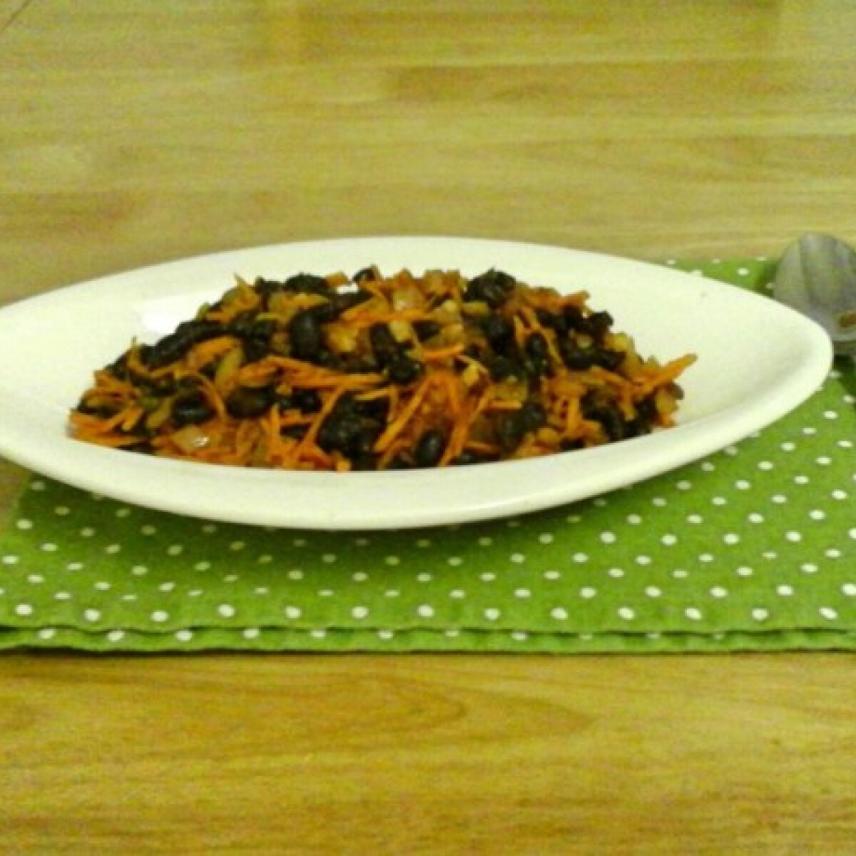 Ezen a képen: Feketebab-főzelék citromlével meglocsolva