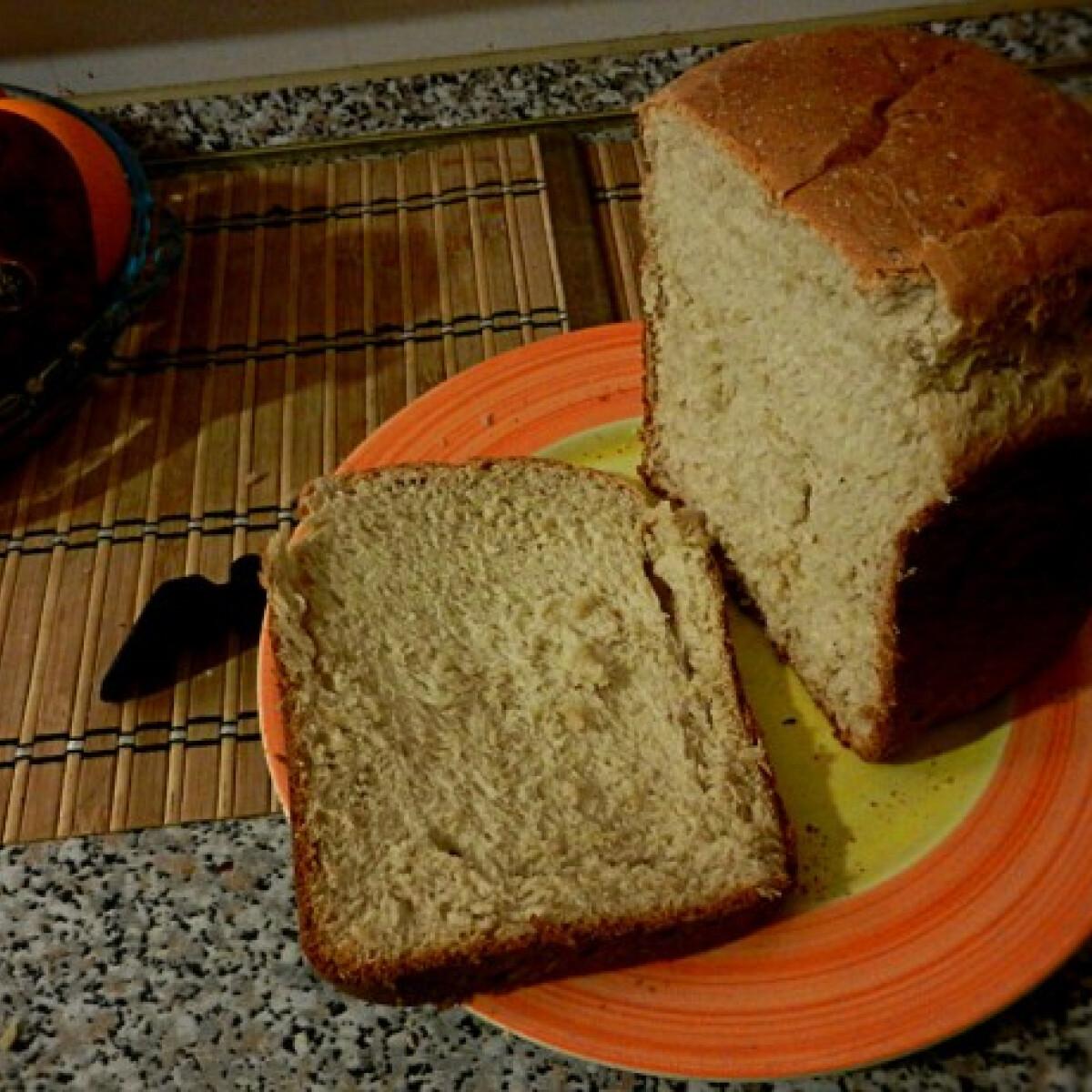 Ezen a képen: Banános kenyér géppel
