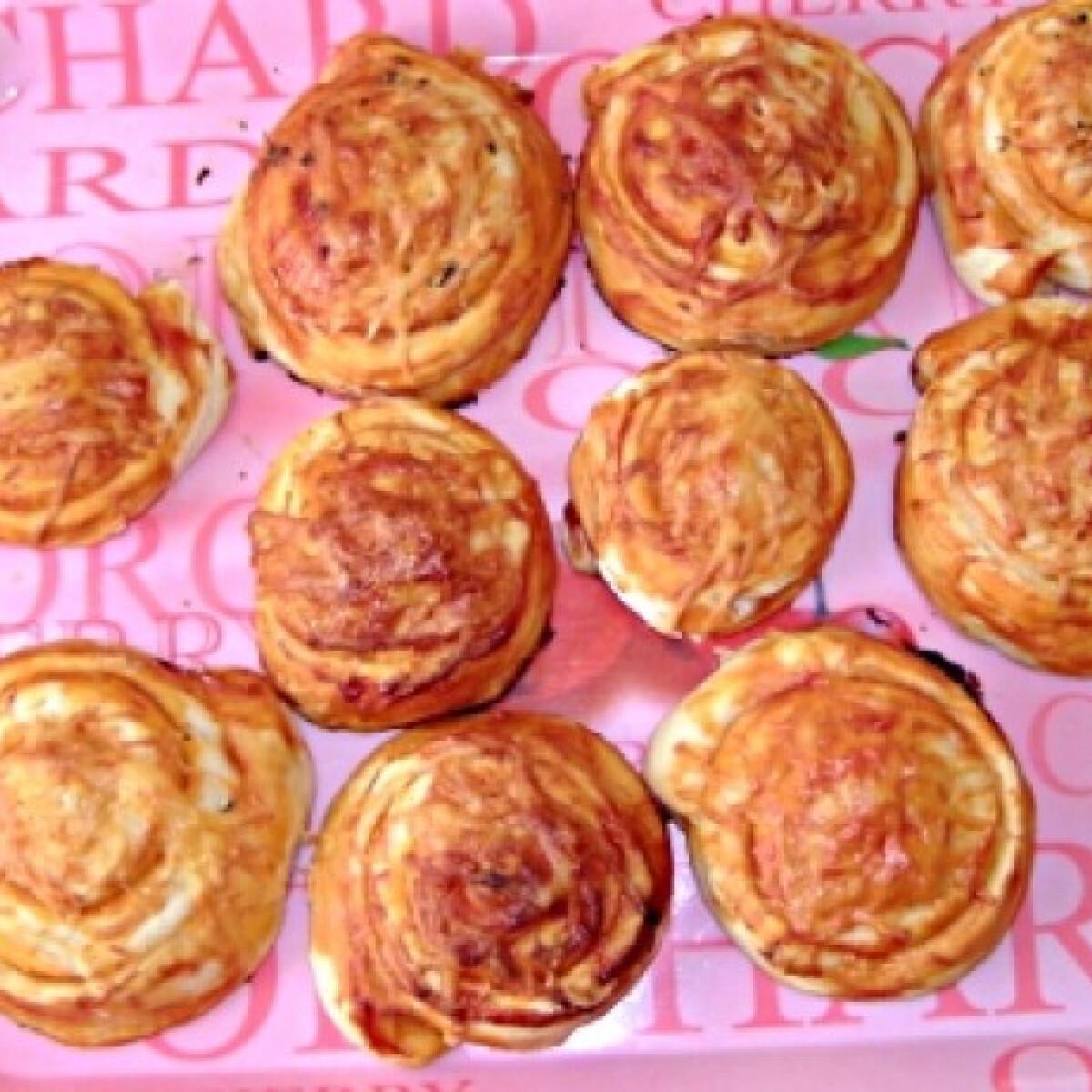 Ezen a képen: Pizzás csiga Eszter konyhájából