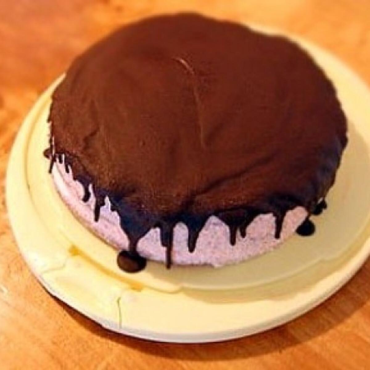 Ezen a képen: Túrós-epres torta csokoládémázzal