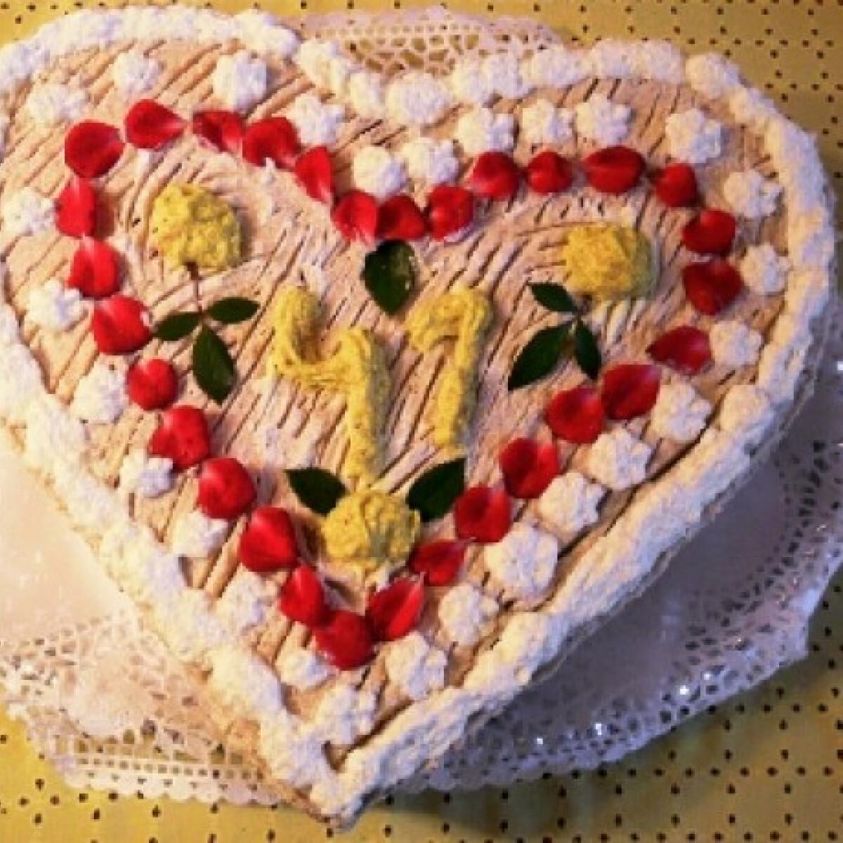 Ezen a képen: Szív alakú gesztenyés torta