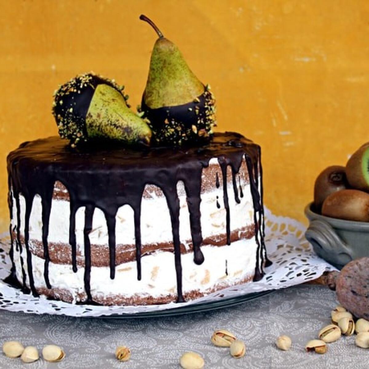 Ezen a képen: Körtekompót-torta